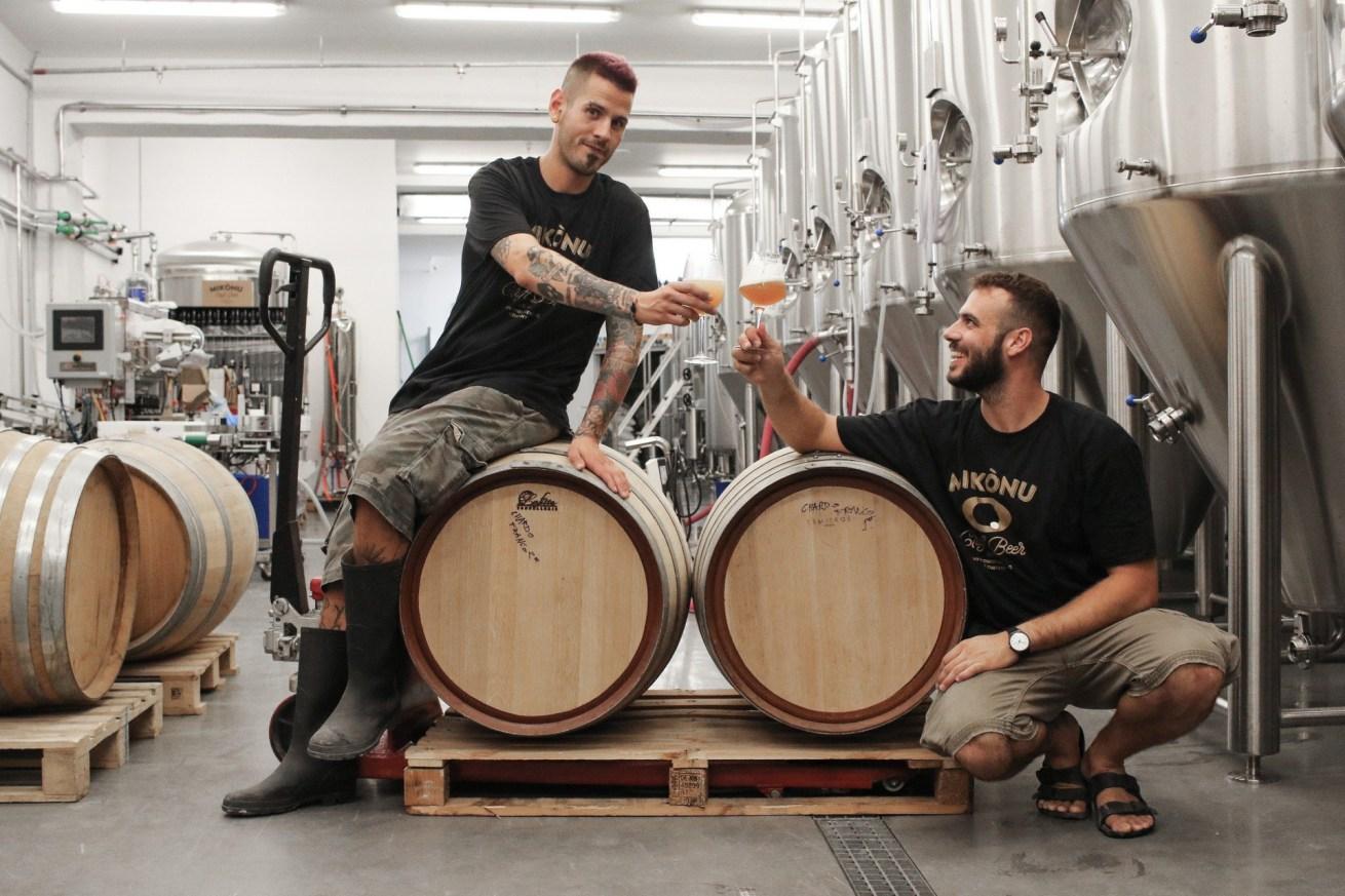Mikònu beers: οι νέοι μικροζυθοποιοί των Κυκλάδων ενώνουν την Ξάνθη με το Βέλγιο