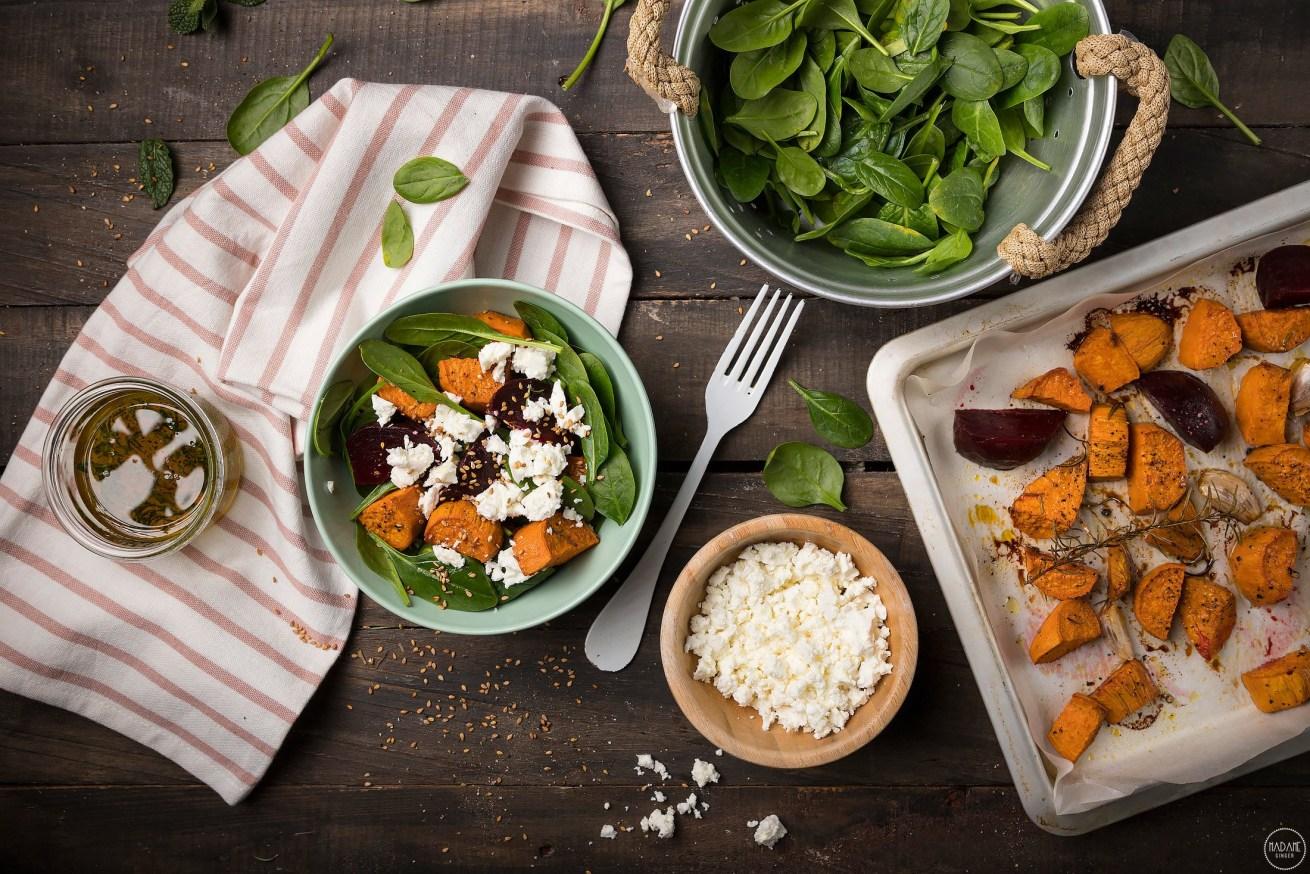 Ζεστή σαλάτα με παντζάρια, γλυκοπατάτες και τυρί