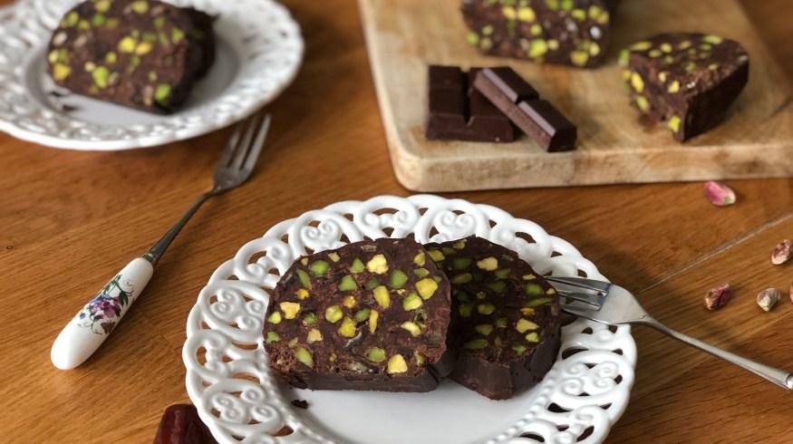 Σοκολατένιο μωσαϊκό ψυγείου με φυστίκια Αιγίνης & χουρμάδες