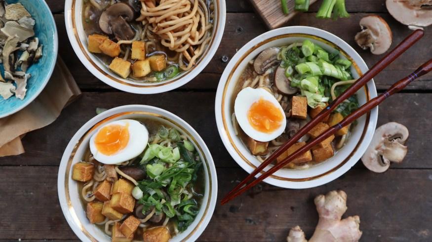 Ramen noodles με μανιτάρια, τόφου & αυγό