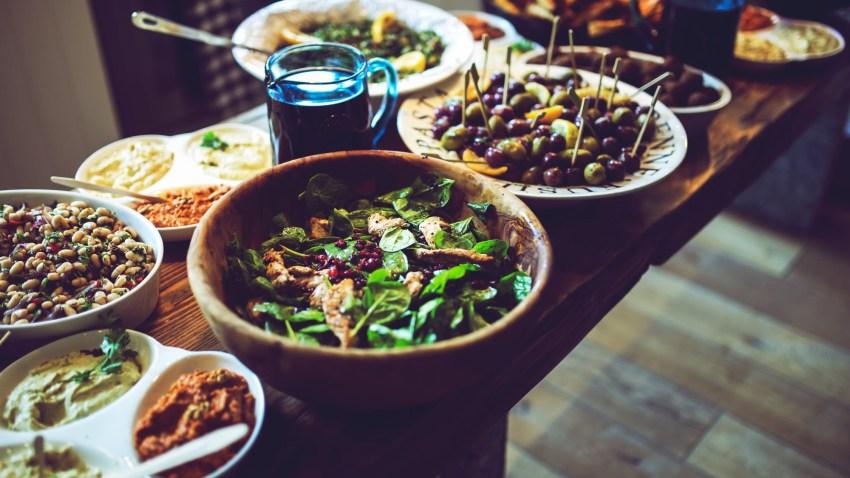 Vegan εορταστικό τραπέζι: όλες οι συνταγές που χρειάζεσαι