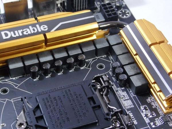 Junto al socket, como es de costumbre podemos ver que en la Gigabyte GA-Z97X-UD5H nos encontramos con 12 fases de poder digitales.