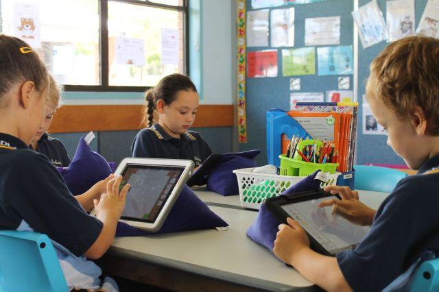 apple_school_kids