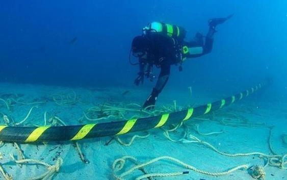 Chile quiere conectarse por Fibra Óptica Submarina con China