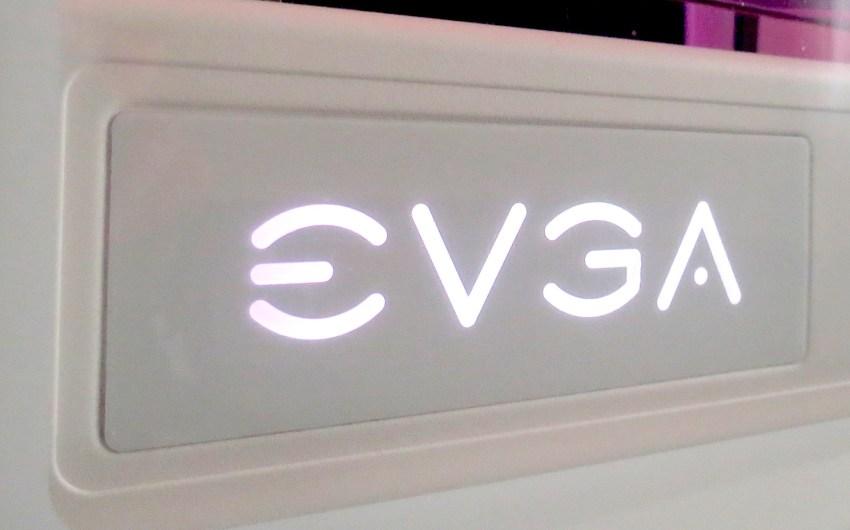 Review gabinete EVGA DG-77 (White)