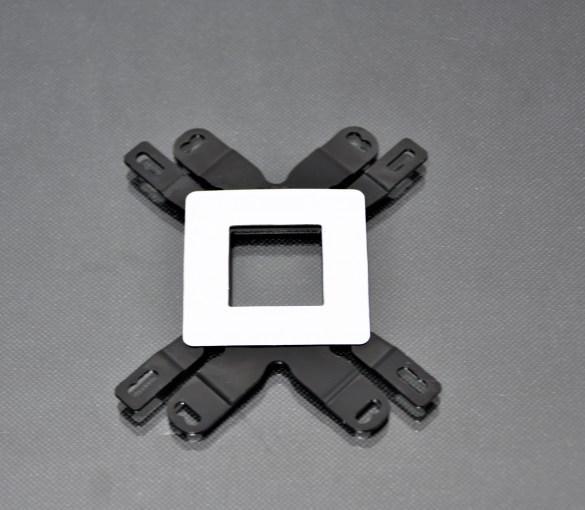 Nos aseguramos de sumar en posterior una protección al backplate, evitará que el metal toque una sector sensible de la placa madre