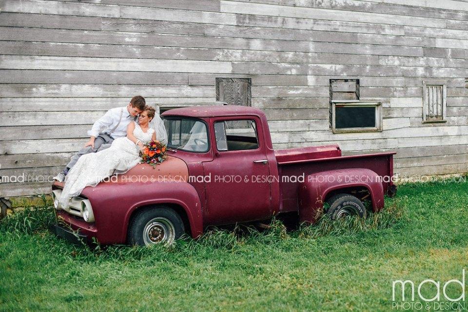 Mad Photo and Design Sioux Falls wedding photographer farm