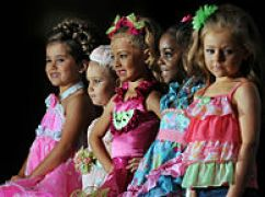 194px-Child_beauty_pageant