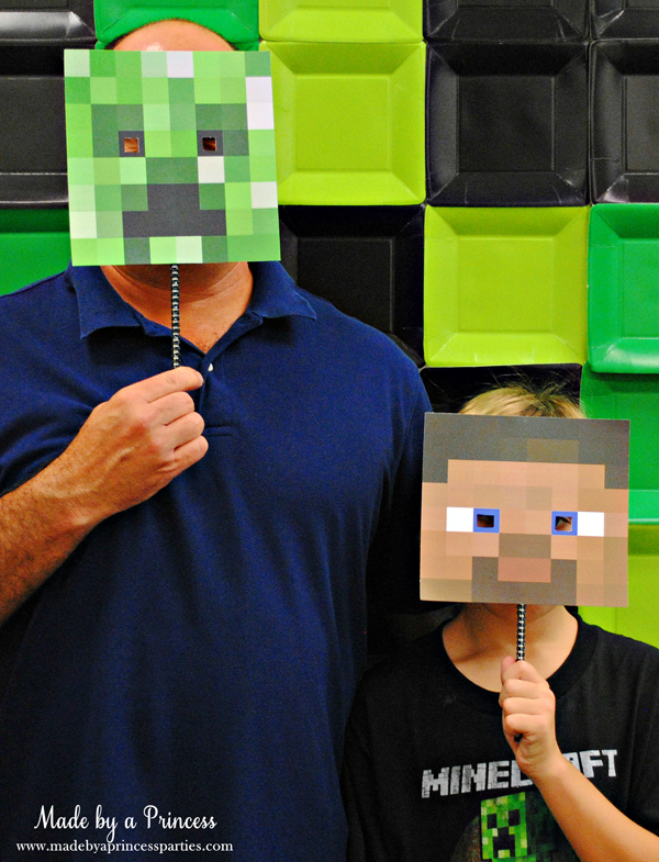 Ultimate Minecraft Birthday Party photo booth with Minecraft masks #minecraft #minecraftparty #minecraftbirthday #bestboyparty