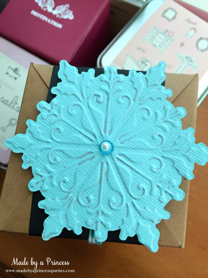 sizzix festive blog hop wrapping paper gift tags aqua snowflake