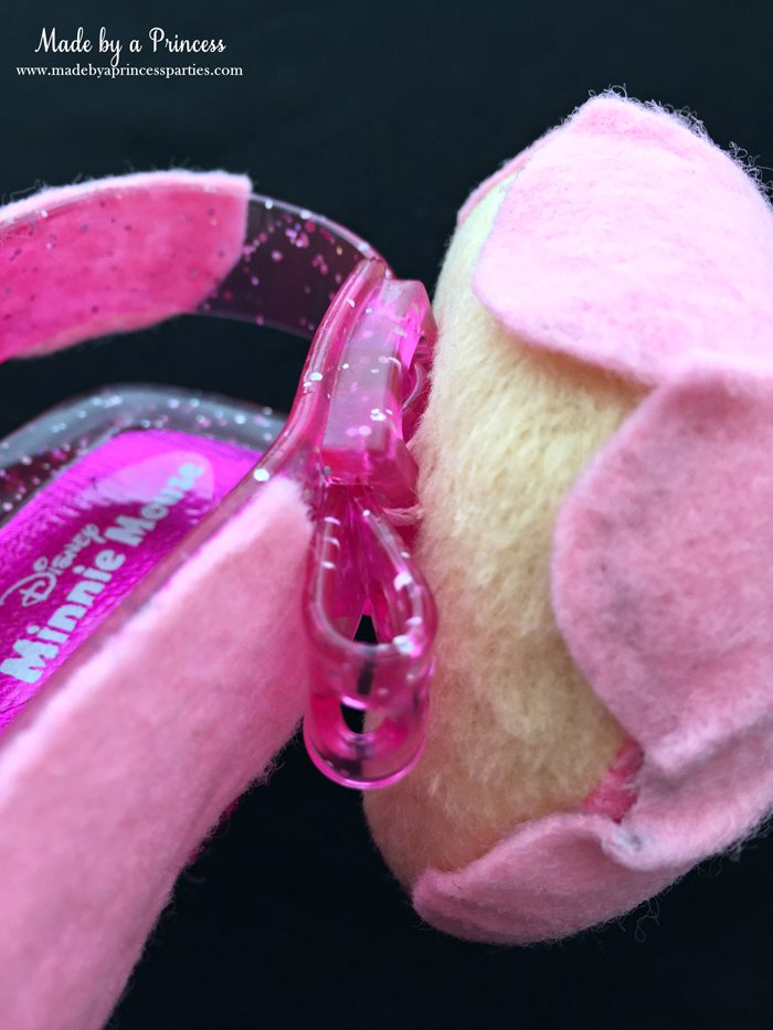 diy-shopkins-shoppie-halloween-costume-attach-felt-donut-to-shoes-with-thread