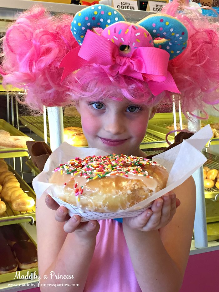 diy-shopkins-shoppie-halloween-costume-donatina-loves-baking-fresh-donuts-just-for-you