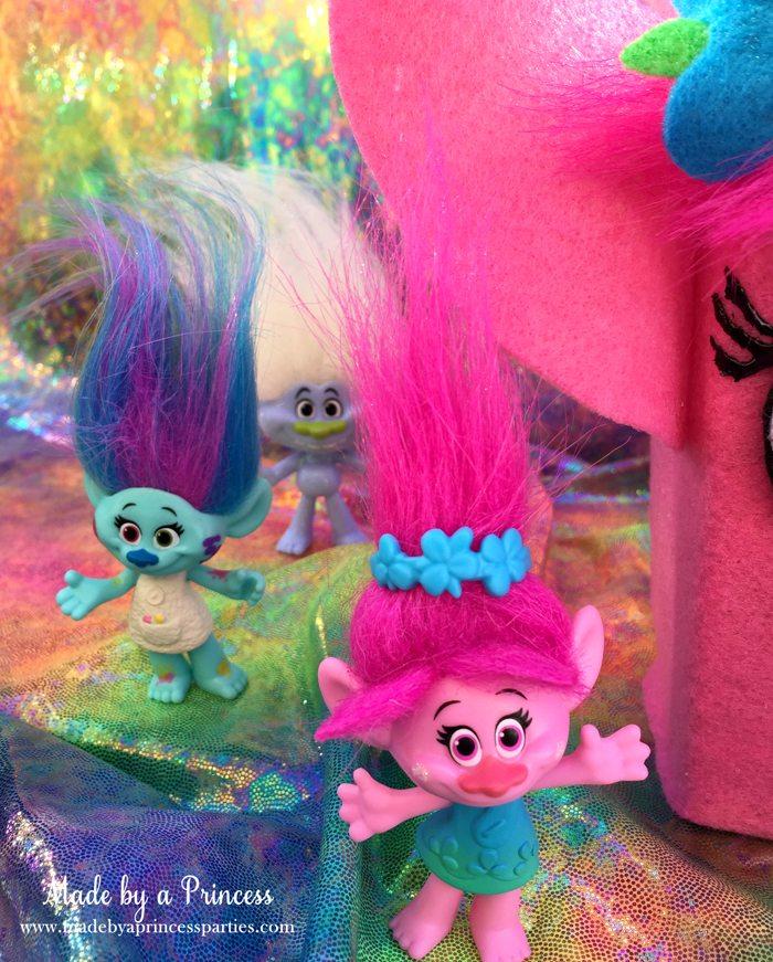 trolls-movie-princess-poppy-popcorn-box-party-poppy-wants-to-give-you-a-hug