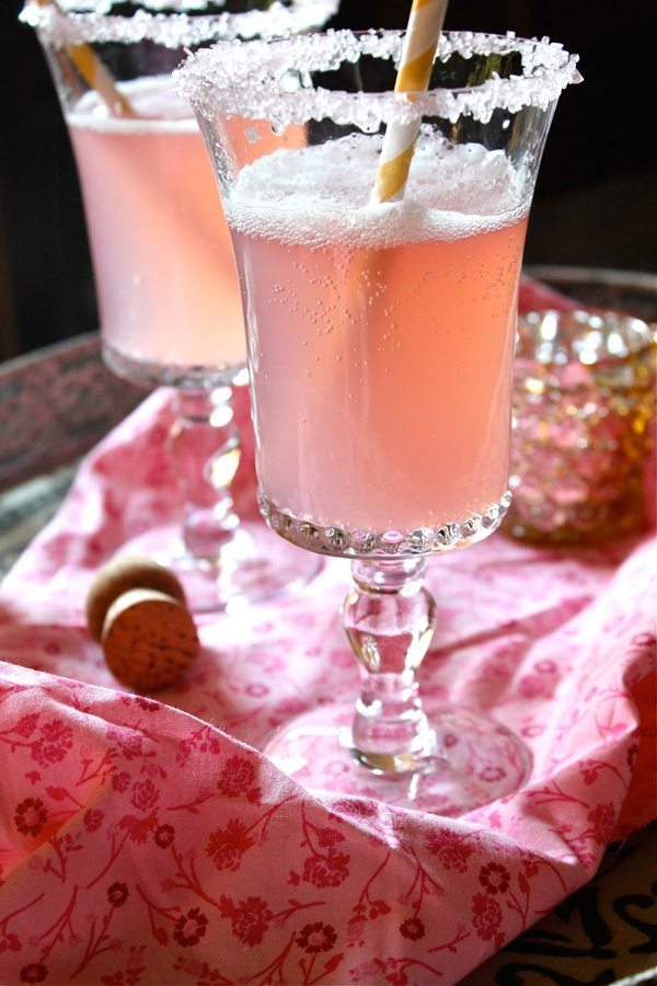 bubbly-champagne-recipe-cocktail-ideas-pink-lemonade-champagne
