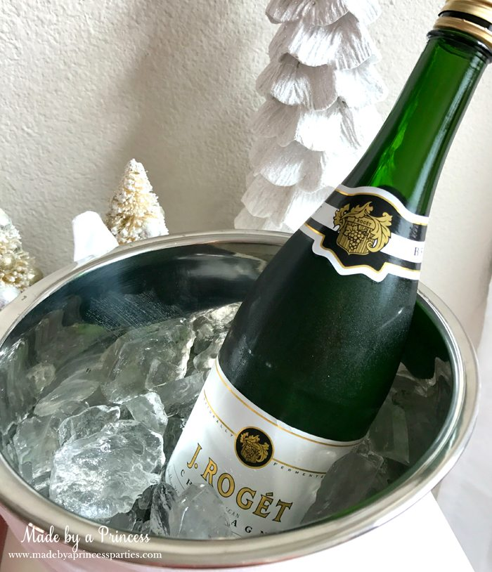 budget-friendly-holiday-mimosa-bar-party-champagne