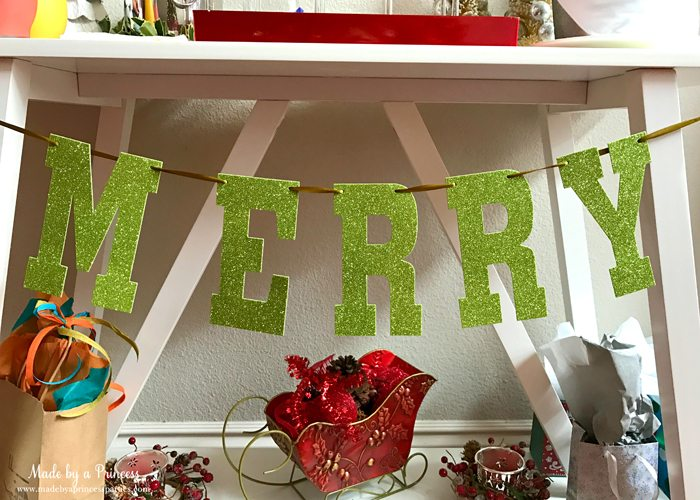budget-friendly-holiday-mimosa-bar-party-merry-glitter-banner
