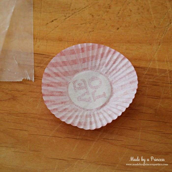 mini-lovebug-cupcakes-tutorial-flatten-mini-cupcake-liner