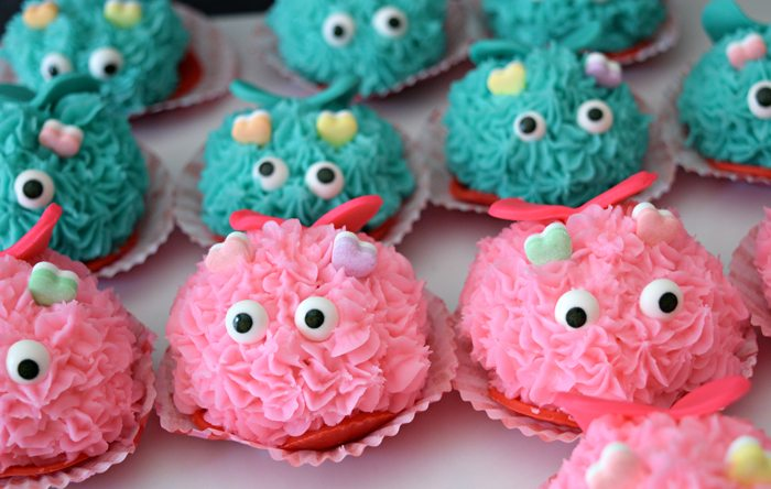 mini-lovebug-cupcakes-tutorial-teal-and-pink-lovebugs