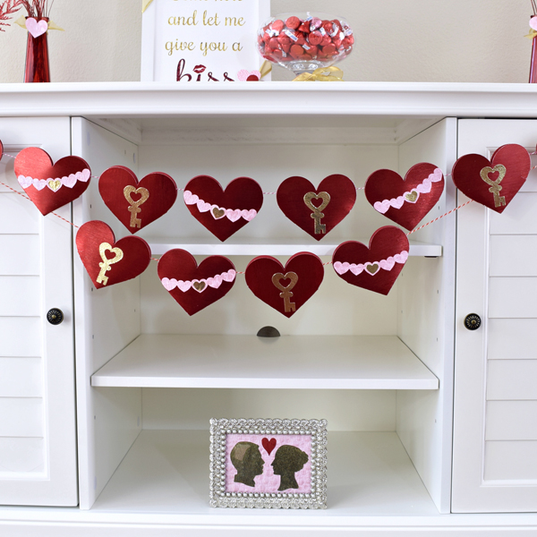 DIY Valentine's Day Countdown Banner with Sizzix table with kisses