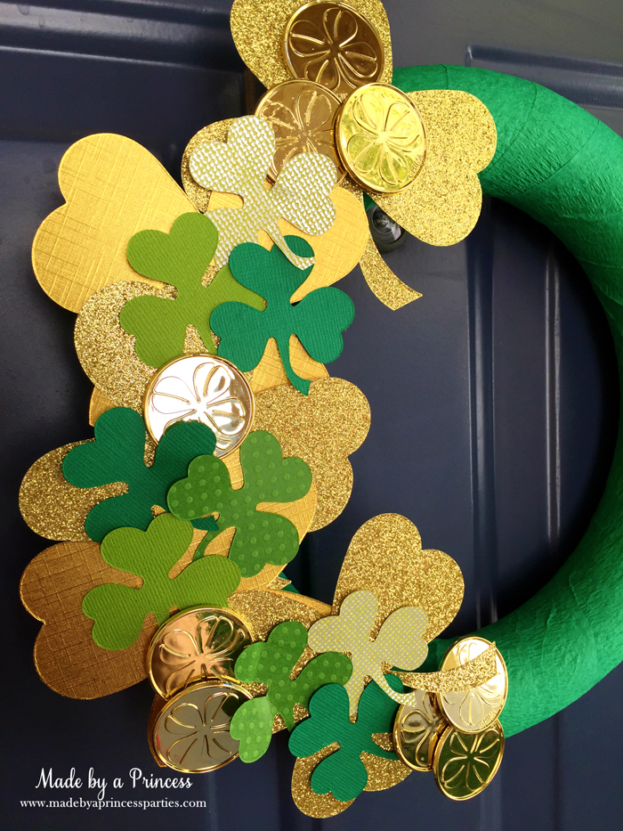 DIY Easy St Patricks Day Shamrock Wreath decorate with coins and shamrocks