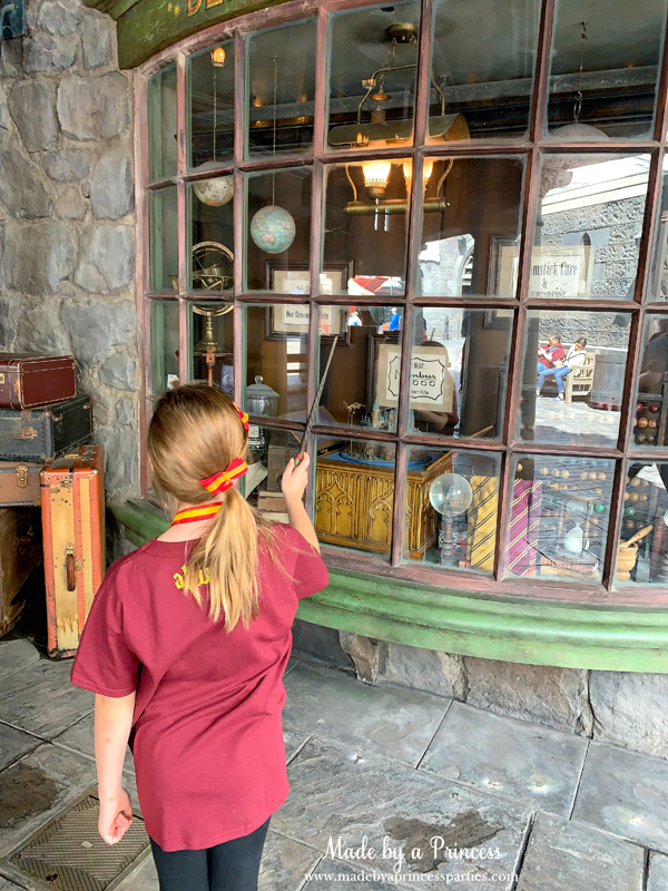 Universal Studios Hollywood make the musicbox start and stop with your wand in the window at Dervish and Banges