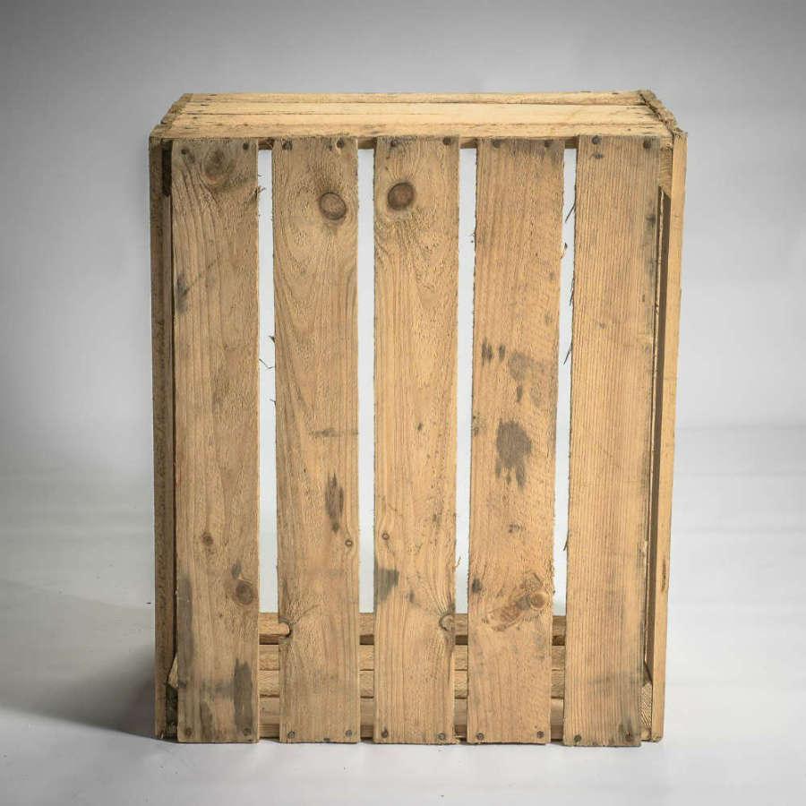 caisse en bois clair