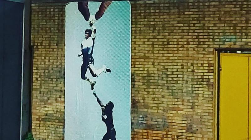La mano de Dios: l'artista pompeiano Nello Petrucci firma l'omaggio a Diego Maradona in Curva B