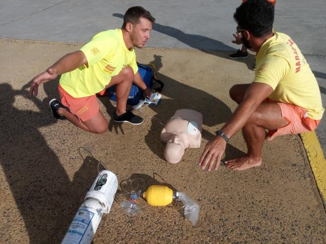 LIFEGUARDS INCREASE RESPONSE IN SITUATIONS OF CARDIORESPIRATORY ARREST (CRP)