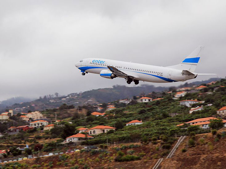 madeira vliegveld airport plane landing