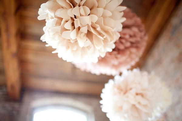 fabriquer des pompons en papier de soie