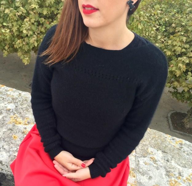 Jupe rouge - détails pull