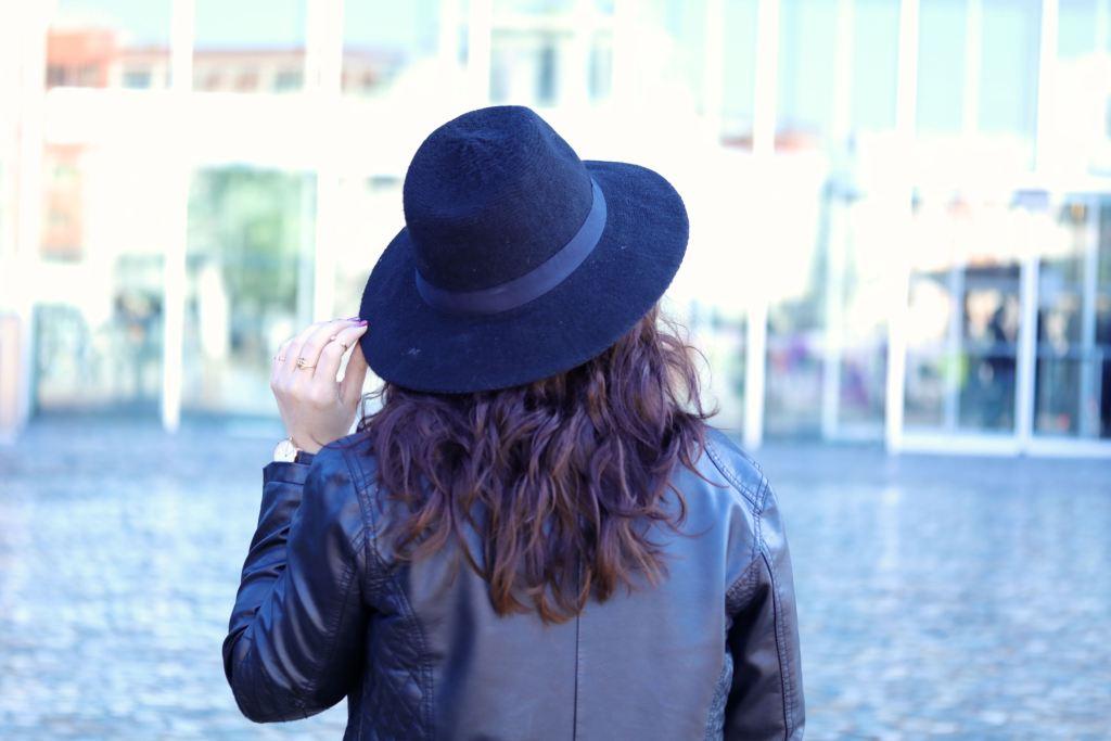 jupe en jean maje jenny chapeau mademoiselle E