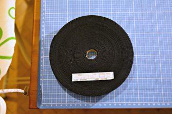 Ich habe gleich eine ganze Rolle Köperband aus Baumwolle gekauft (50 Meter um knapp 15 Euro), weil ich noch mehr Bezüge nähen kann/soll/darf.