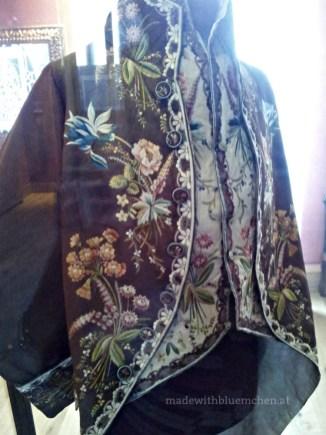 Bestickter Überrock im Spitzenmuseum auf Burano