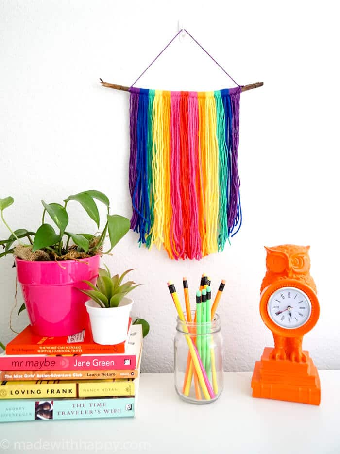DIY Yarn Wall Hang Tapestry Tutorial. Simple Rainbow Macrame. Colorful Yarn Wall Hanging Tapestry Tutorial. www.madewithhappy.com