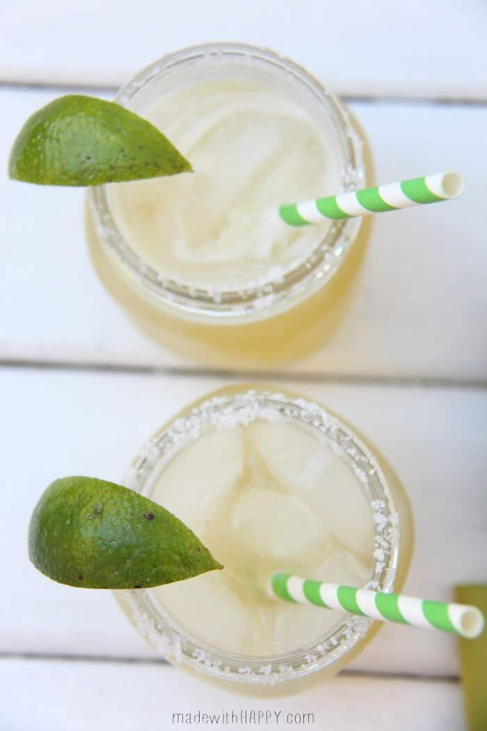 The best Margarita | 3 Ingredients margarita | The best beer margarita recipe | Margarita Cocktail | www.madewithhappy.com