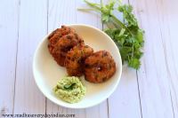 instant rava vada served with coconut chutney