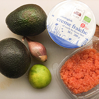 Stenbidderrogn, avokado og creme fraiche