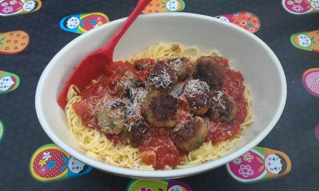 Kødboller med hjemmelavet tomatsovs