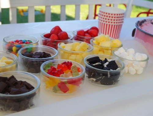 Frozen yogurt med toppings