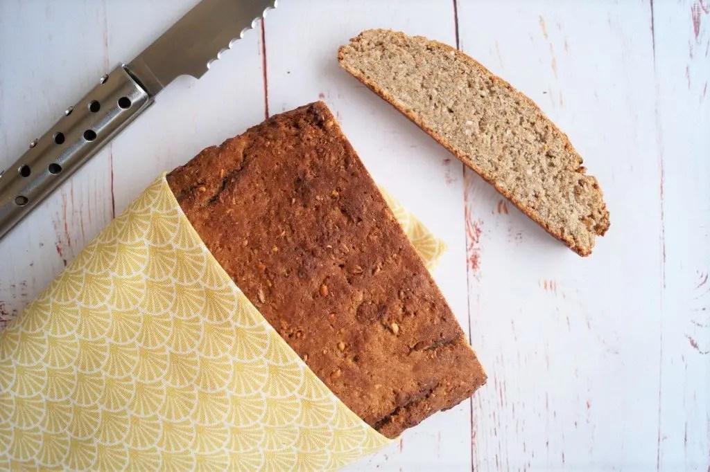 Groft brød med rugmel og kerner