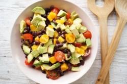 Bønnesalat med mango og avocado