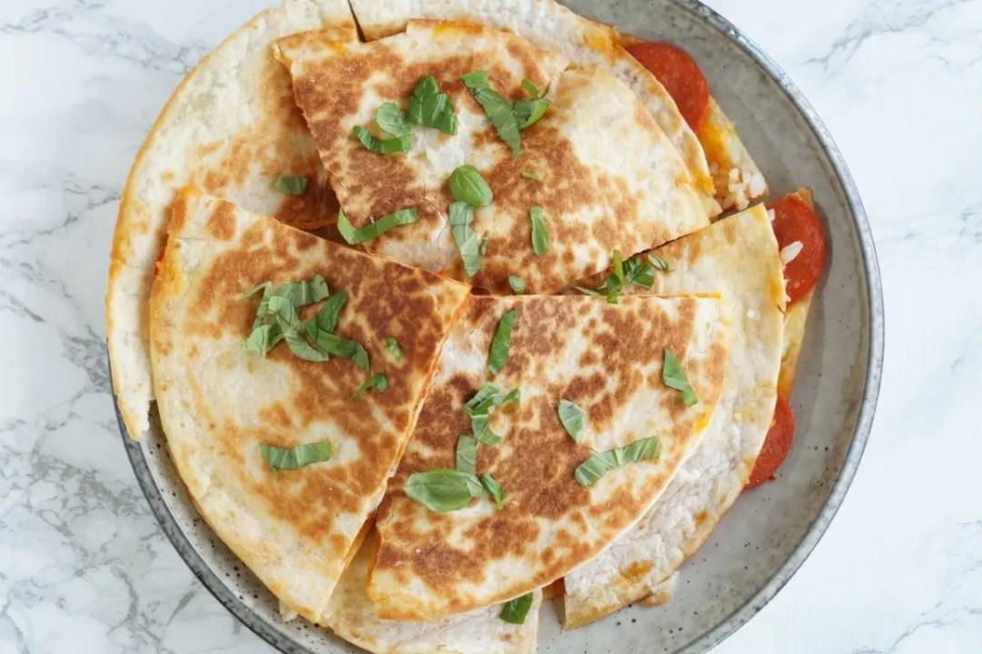 Quesadillas med pepperoni og ris
