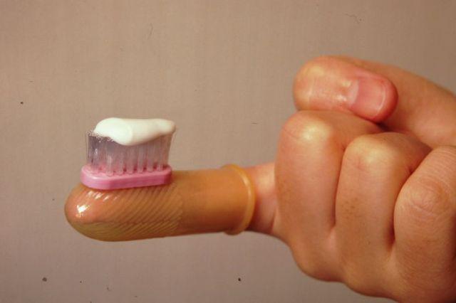 Kenji Kawakami doigt brosse à dents