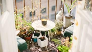 Voici comment faire de votre minuscule balcon un palais pour apéros stylés