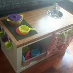 Cocinita de madera DiY para niños