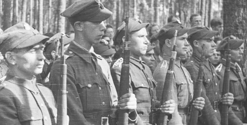 Come i polacchi dell'Armia Krajowa aiutarono i nazisti a combattere contro l'Unione Sovietica