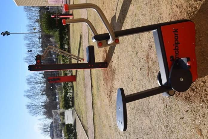 Villaviciosa instala un gimnasio al aire libre 4