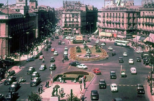 "Del arrabal al ""ágora"". La evolución de la Puerta del Sol 3"