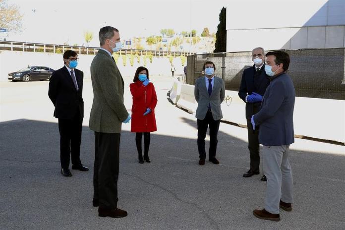 """Felipe VI visita el hospital de Ifema: """"Enhorabuena, y gracias"""" 1"""